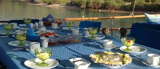 Diner aan boord van een gulet